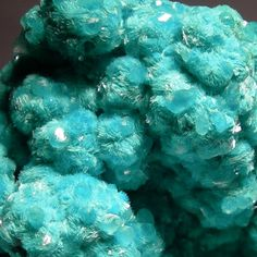 Smithsonite crystals on needles of Aurichalcite           tjn