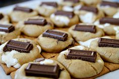 Recipe: S'more Cookies - See Vanessa Craft Fun Deserts To Make, Desserts To Make, Yummy Treats, Delicious Desserts, Sweet Treats, Cookie Recipes, Dessert Recipes, Smores Cookies, Tasty Bites