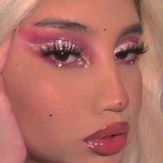 i win! u lose! ✧・゚: *✧・゚ eyes: 'bye bye birdie' eyeshadow pallet lipgloss: 'menagerie' lipgloss… Makeup Inspo, Makeup Inspiration, Makeup Ideas, 2000s Makeup, Colorful Eye Makeup, Aesthetic Makeup, Short Curly Styles, Skin Makeup, Huda Beauty