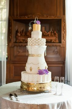 6 tier gold cake