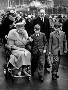Dowager Queen Mary of England with her Gloucester grandkids.