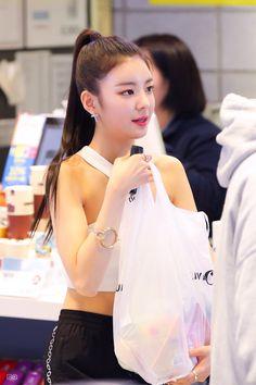 Kpop Girl Groups, Korean Girl Groups, Kpop Girls, Gal Gardot, Programa Musical, Fandom, K Idol, Korean Model, New Girl