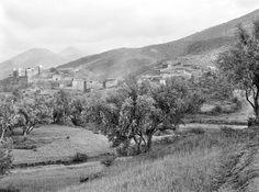 Asni   Casbah du Cheikh Ahmed    Vue éloignée avec le village    1925 (vers)