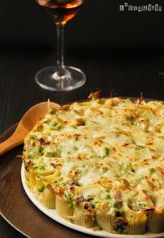 Pasta rellena de guisantes y calabacín con salsa de Taleggio