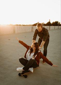 Best Friend Poses, Best Friend Pictures, Couple Posing, Couple Shoot, Skateboarding Couples, Couple Photography, Photography Poses, Rooftop Photoshoot, Skateboard Photos