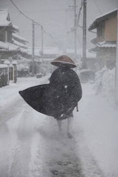 Japanese Zen monk in the snow Japanese Monk, Japanese Warrior, Japanese Art, Snow Japan, Japan Japan, Kubo And The Two Strings, Meditation, Buddhist Monk, Japanese Aesthetic