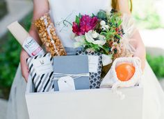 The ultimate welcome bag! Read up on all the goodies you should add. #wedding #favors #welcomebags