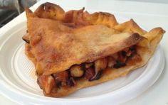 Tiella di Gaeta - Ecco la ricetta della tiella di Gaeta, una torta salata formata da due dischi di pasta farcita di pesce come calamari o polpi, o anche verdure cotte. Si tratta di un piatto tipico della cucina laziale, o meglio della città costiera del Lazio.