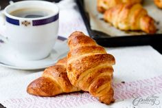 Homemade Quick Croissants- Crispy on the outside, buttery, flaky, a perfect treat for breakfast or brunch. It takes no more than 20 minutes of work. Croquembouche, Vol Au Vent, Profiteroles, Strudel, Homemade Crescent Rolls, Homemade Croissants, Delicious Sandwiches, So Little Time, Bakery