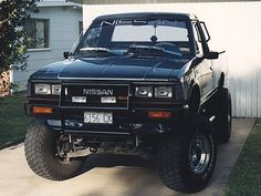 This one is only a single cab, but it has a great stance. This is the bull bar I have, and I like the headlight guards too. Small Trucks, Mini Trucks, Lifted Trucks, Cool Trucks, Pickup Trucks, Pick Up 4x4, 504 Pick Up, Nissan Pickup Truck, Nissan 4x4