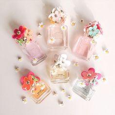 みなさん、香水はお好きですか?お好きですよね♪私は好きです❤でも「香水ってなんだか私のライフスタイルにはトゥーマッチ。要らないわ〜」という方も、「香水瓶」のデザインならどうでしょう?小さくって可愛くって繊細でキラキラしてて…ほらね、やっぱり好きでしょう?今回はそんな香水瓶、パフュームボトル柄のネイルをご紹介していきます❤ジェルネイル派のみなさんなら、セルフでも頑張れば作れちゃうので、是非トライしてみて♪
