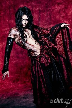 Hiro Nocturnal bloodlust (he looked like blood Jesus) Dir En Grey, Gyaru, Visual Kei, Asian Men, Dark Art, Body Painting, Sexy Men, Goth, Wonder Woman
