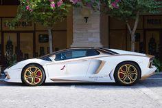 Lamborghini Aventador Roadster Golden Edition Side View