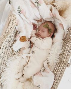 The foremost delightful pursuing newborn baby love clothing, come across all the necessary essentials like p j's, human body suits, bibs, and a lot more. The Babys, Newborn Pictures, Baby Pictures, Foto Baby, Baby Kind, Cute Baby Girl, Baby Baby, Baby Family, Everything Baby