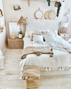 30 Absolutely Gorgeous Bedroom Ideas That Will Blow Your Mind – BuzzKee Boho Bedroom Diy, Cute Bedroom Decor, Room Ideas Bedroom, Home Bedroom, Grunge Bedroom, Night Bedroom, Bedroom Artwork, Apartment Bedroom Decor, Stylish Bedroom