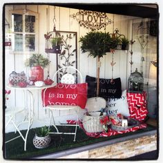 New window display March 2014, autumn picnic! Lavish Abode