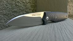 Viper DAN 2.  N690Co modified wharncliffe blade, carbon fibre scales over stainless liners.  Hybrid ball detent/friction folder.