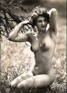 Gorgeous vintage nude women