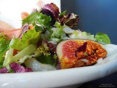 salata cu mozzarella, smochine si prosciutto.  Fig, mozzarella and prosciutto salad. So fresh!