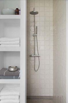 KARWEI   Geef je badkamer een frisse opknapbeurt en stem alles perfect op elkaar af. Het resultaat: een badkamer die oogt als een private spa. #karwei #badkamer #wooninspiratie