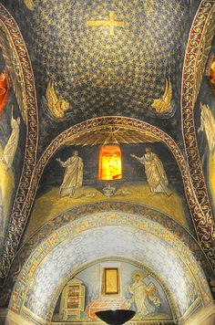 Ravenna mosaics Mausoleum of Galla Placidia Via Argentario, 22 Tag elektriskā gaisma. Senāk - dzīva uguns kuras gaismā viss liekas dzīvs ?!