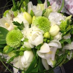 Lime green flowers arrangement perfect idea for a spring wedding