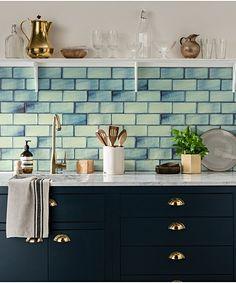Shibori Green Tile Painting Kitchen Tiles, Blue Kitchen Tiles, Kitchen Decor, Green Tiles, Kitchen Counters, Colourful Kitchen Tiles, Small Kitchen Backsplash, Green Tile Backsplash, Blue Green Kitchen