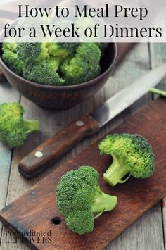 Once a Week Meal Prep with Batch Cooking - Meal Prepping has become a popular way to eat real food throughout the week! Here's how to prep recipes for a week's worth of dinners by batch cooking key ingredients and prepping vegetables ahead of time. Make Ahead Meals, No Cook Meals, Quick Easy Meals, Freezer Meals, Batch Cooking, Cooking Recipes, Healthy Recipes, Cooking Kale, Healthy Meals