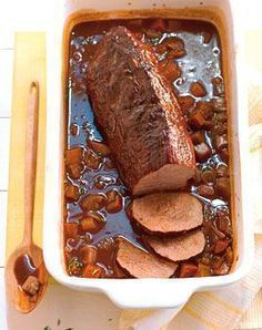 Rinderbraten mit Möhren und Barolo Rezept - rinderfilet - Roast beef with carrots and Barolo – recipes – [LIVING AT HOME] Barbecue Recipes, Grilling Recipes, Pork Recipes, Cooking Recipes, Slow Cooking, Carne Asada, Clean Eating Recipes, Indian Food Recipes, Food Porn