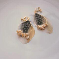 マザーオブパールと羽根のイヤリング|SENBA