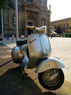 Stunning GS in Silver. - All things Lambretta & Vespa Vespa P200e, Vespa Retro, New Vespa, Motos Vespa, Piaggio Vespa, Vespa Scooters, Vintage Vespa, Vintage Italy, Tricycle