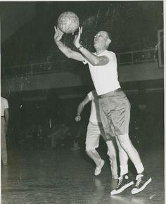 UT Faculty Basketball Game- AR.0045 (undated)