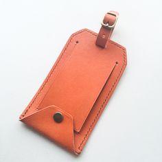 Leather luggage bag tag nasastyle.com Bag Tag, Leather Luggage, Leather Craft, Luggage Bags, Card Case, Wallet, Crafts, Leather, Leather Crafts