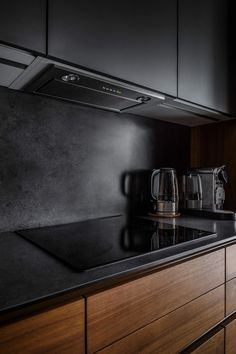 Great ideas for Sweet Home Beautiful dark kitchen Beautiful dark kitchen Care l Luxury Kitchen Design, Kitchen Room Design, Kitchen Cabinet Design, Luxury Kitchens, Home Decor Kitchen, Interior Design Kitchen, Cool Kitchens, Dark Kitchens, Kitchen Decorations