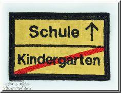 Verkehrsschild Kindergarten/Schule  *Tschüss Kindergarten, hallo Schule!!*  Ein Aufnäher zur Einschulung mit dem sich so einiges aufpeppen läss... Diy Back To School, First Day Of School, School Days, Abc Party, Etsy, Tips, Cards, Pies, Kindergarten Welcome