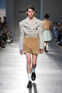 Moto Guo showed its Spring/Summer 2017 collection during Milan Fashion Week.