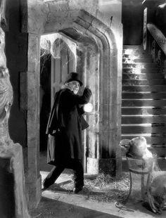 Vampiros da Meia Noite - A casa abandonada de um homem rico que supostamente cometeu suicídio cinco anos antes é tomado por figuras fantasmagóricas / London After Midnight  - The abandoned home of a wealthy man who supposedly committed suicide five years earlier is taken over by ghoulish figures - could they be vampires (1927)