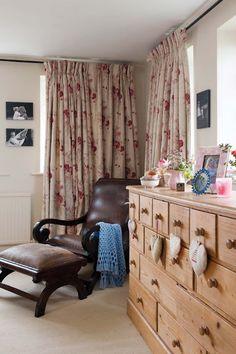 Otthon vidéken: Bézs angol ház sok aprósággal
