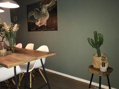 Vt wonen army green / IXXI Living Room Green, Green Rooms, Bedroom Green, Small Room Bedroom, Interior Design Living Room, Living Room Decor, Bedroom Closet Design, Boho Bedroom Decor, Sage Green Walls