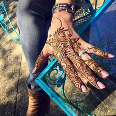 Memorial Day weekend is here! Tomorrow find me from in at after that I'll be hopping over to in from Get your pre summer henna on! Also find me Sunday at the Edgartown bookstore from Mhndi Design, Heena Design, Floral Design, Henna Designs Easy, Beautiful Henna Designs, Mehndi Design Pictures, White Henna, Simple Henna, Henna Artist