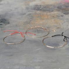 Demi jonc martelé mon bracelet préféré, fin, discret, tout en délicatesse comme sa créatrice !