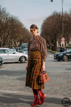 Chloe Hill between the style exhibits. The publish Paris SS 2020 Street Style: Chloe Hill appeared first on STYLE DU MONDE Fashion Photo, Love Fashion, Fashion News, Trendy Fashion, Fashion Trends, Define Fashion, Street Looks, Popular Outfits, Leopard Print Top