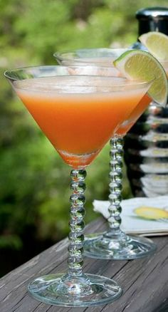 These cantaloupe martinis look delicious! Perfect for summer.