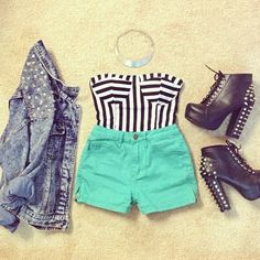 Image discovered by Jαηiηα. Find images and videos about love, fashion and style on We Heart It - the app to get lost in what you love. Crop Top Outfits, Edgy Outfits, Fashion Outfits, Fashion Ideas, Clubbing Outfits, Concert Outfits, Denim Outfits, Short Outfits, Fashion Clothes
