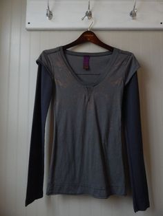 FREE PEOPLE GRAY DISTRESSED T-SHIRT W WAFFLE TEXTURE SLEEVES SIZE S #FreePeople #EmbellishedTee