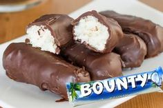 Homemade bounty with Thermomix chocolate bar and coconut recipe Peanut Butter Chocolate Bars, Melting Chocolate, Mounds Bar, Apple Slab Pie, Prep & Cook, Thermomix Desserts, Homemade Marshmallows, Making Marshmallows, Bonbon