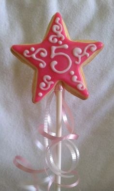 Cute cookie wand for a girls birthday party.maybe the fairy party! Star Cookies, Fun Cookies, Decorated Cookies, Fairy Birthday, Princess Birthday, Princess Party, Birthday Cookies, Birthday Favors, Party Favors