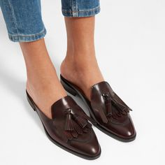 Tendance Chaussures 2018 Description Our made-in-Italy mule—with a little extra. This backless loafer features our signature Modern Loafer silhouette, plus it has a fringed kiltie for a special touch. Brown Loafers, Penny Loafers, Loafers Men, Loafers For Women, Shoes Women, Oxfords, Loafer Mules, Loafers Outfit, Shoes