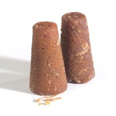 Piloncillo-raw-sugar-cones is used in Mexican beverages and sweets. Mexican Drinks, Mexican Dishes, Mexican Mole Sauce, Michelada Mix, Verde Sauce, Sugar Cones, Mexico Food, Raw Bars, No Sugar Foods