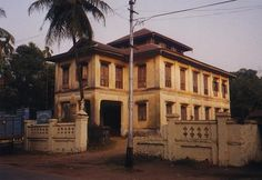 Burma / Myanmar: Moulmein 3: Colonial Houses picture 2